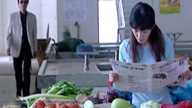 总裁看上了买菜的美女,竟然直接把菜全包了,出手真是阔绰