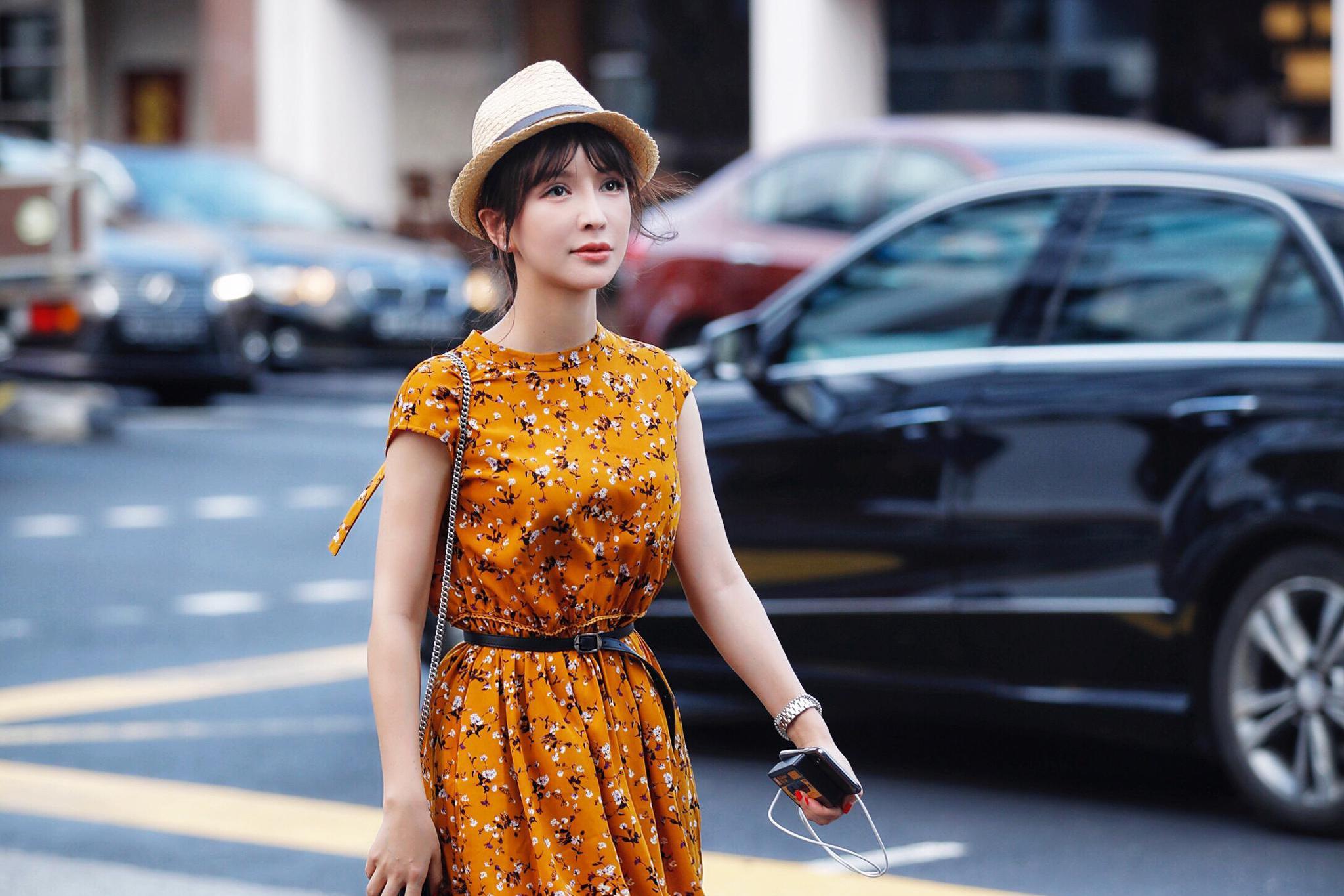 班嘉佳新加坡街拍写真曝光 惬意随性尽显异国风情