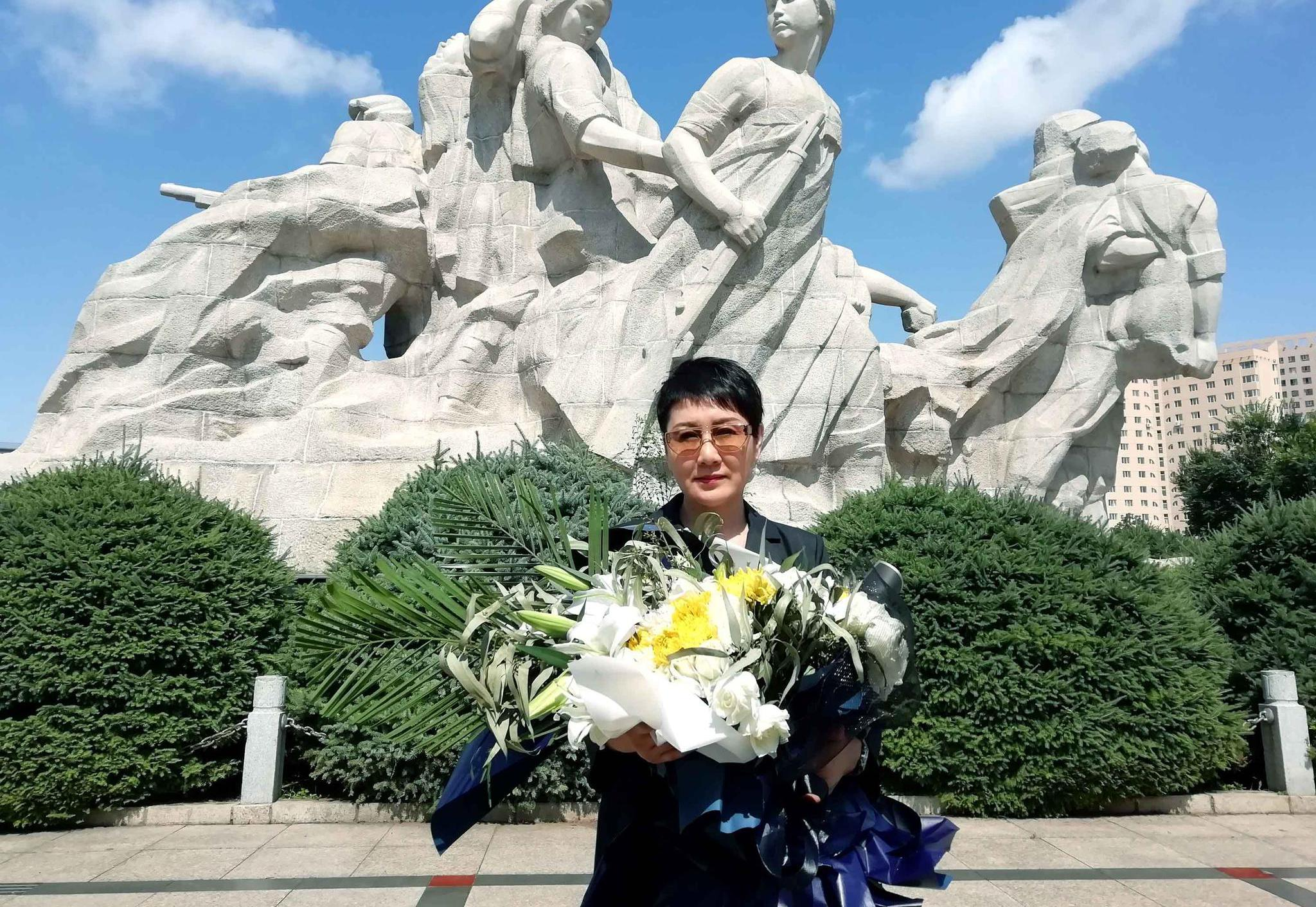 张凯丽33年后重回故地 缅怀八女英烈弘扬正能量