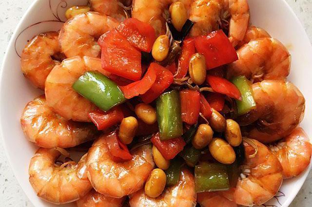 年夜饭:炒大虾,麻辣香锅鸡翅,油豆角焖排骨,豆瓣酸菜牛肉