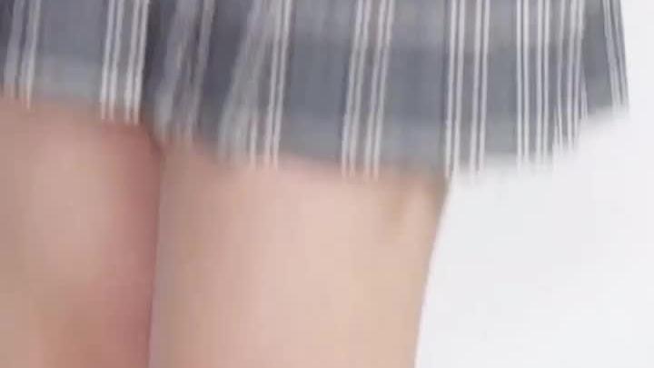 已经框不住邓伦这大长腿了,超爱鬼鬼的小雀斑!