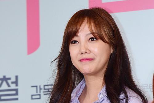 韩国女艺人高恩雅网络直播爆料曾被经纪公司老板球棒砸头