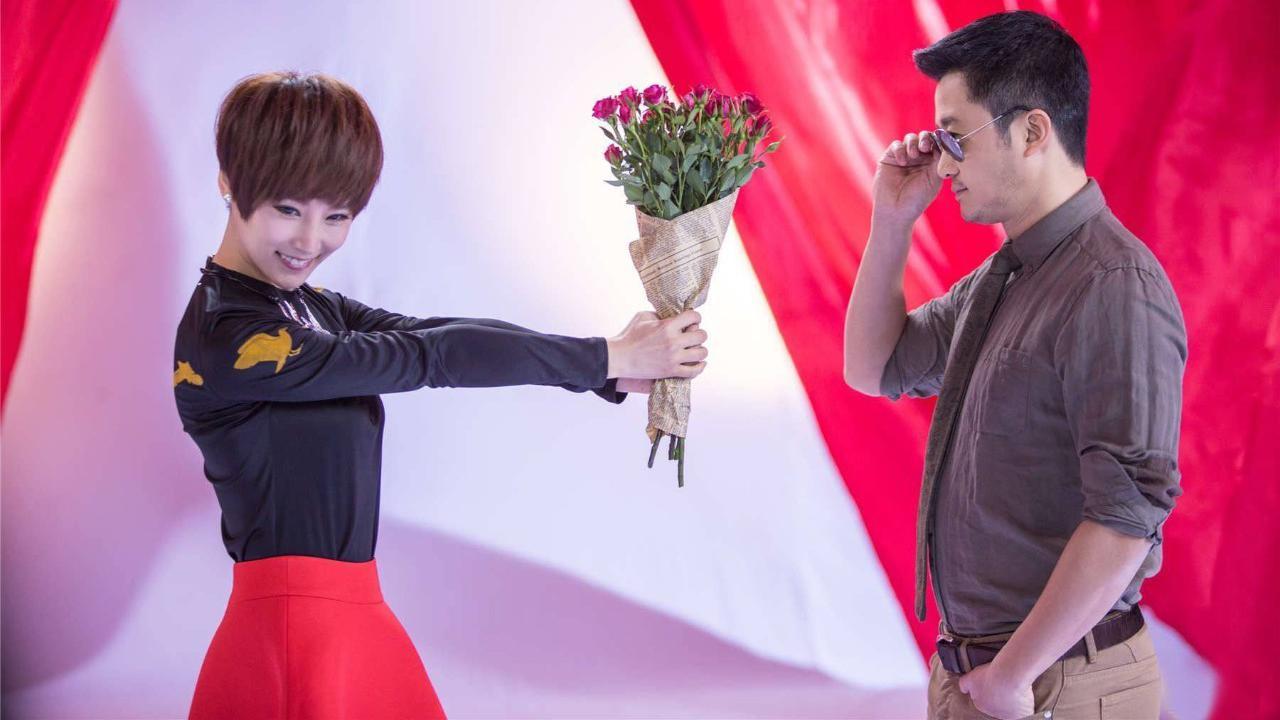 吴京节目上想要抱女主持人,被谢楠五个字拦住,网友:情商真高