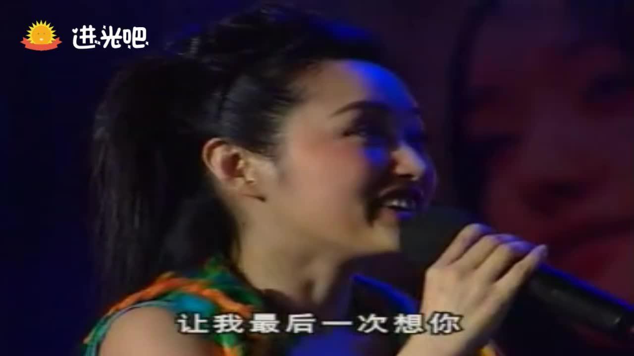 杨钰莹演唱会与毛宁现场演唱《心雨》台下掌声雷鸣太精彩了