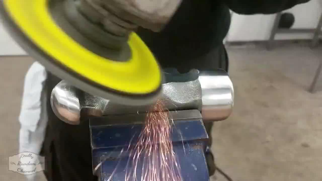 断掉的锤子不要扔除除锈换个柄还能再用好几年