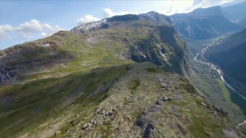 无人机在壮丽的峡谷和瀑布中穿梭,这个第一人称视角我爱了