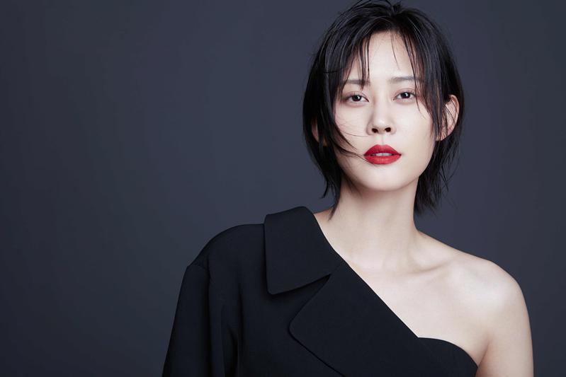 那广子质感时尚大片曝光   释放东方女性魅力