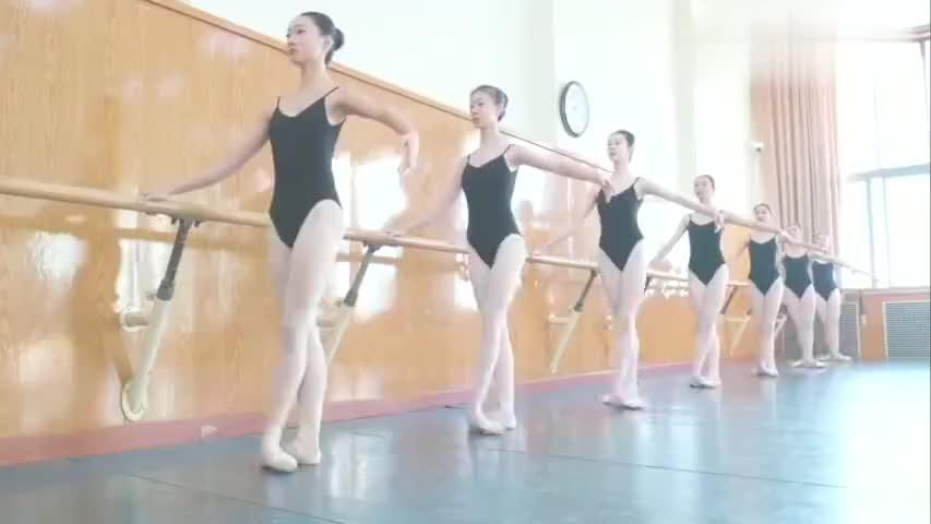看看北京舞蹈学院的芭蕾舞期末考试真是台上一分钟台下十年功