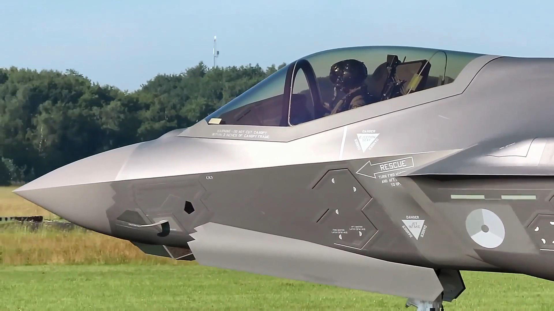 """荷兰空军F-35A""""闪电II""""战斗机,起飞离开沃克尔空军基地!"""