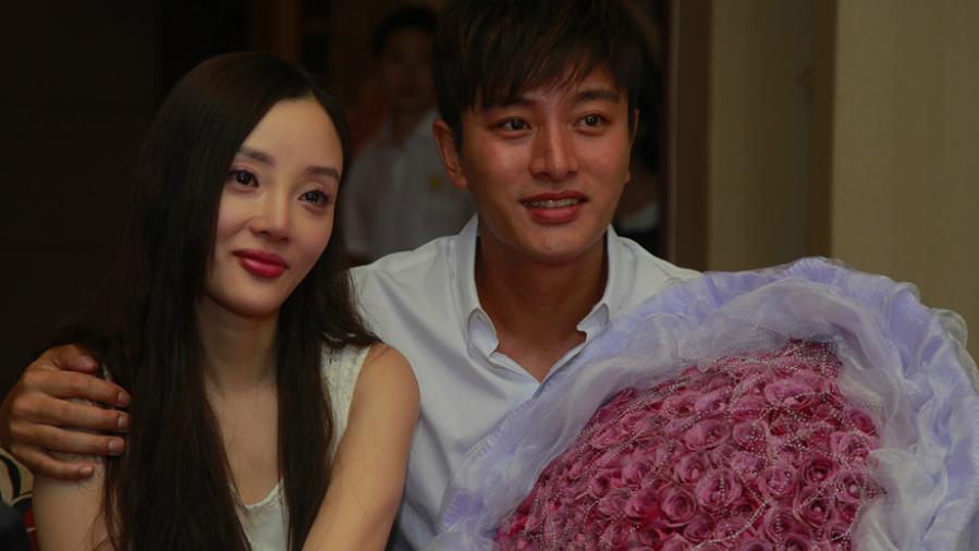 贾乃亮终于公布婚姻现状,真是大家期待已久的答案,网友:恭喜!