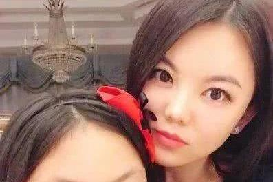 王诗龄10岁近照曝光,变瘦变美酷似妈妈李湘,看到她的学费我愣了