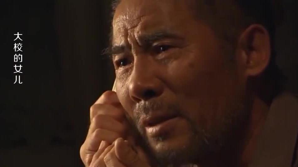 农村汉在电视上看到当兵的儿子打电话给他没放下电话就去世了