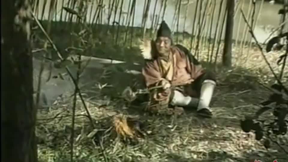 济公:吃鸡不成蚀把米 济公和县大人被扣下磨面这场面不多见