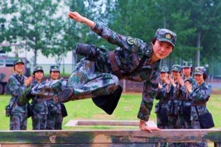 在部队考军校,会被取消地方大学的学籍吗?