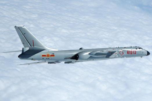 """我国又一轰炸机成功服役,可挂载""""东风21""""打航母"""
