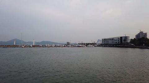 260公里的深圳海岸线,与香港一河之隔,东临大亚湾西濒珠江口