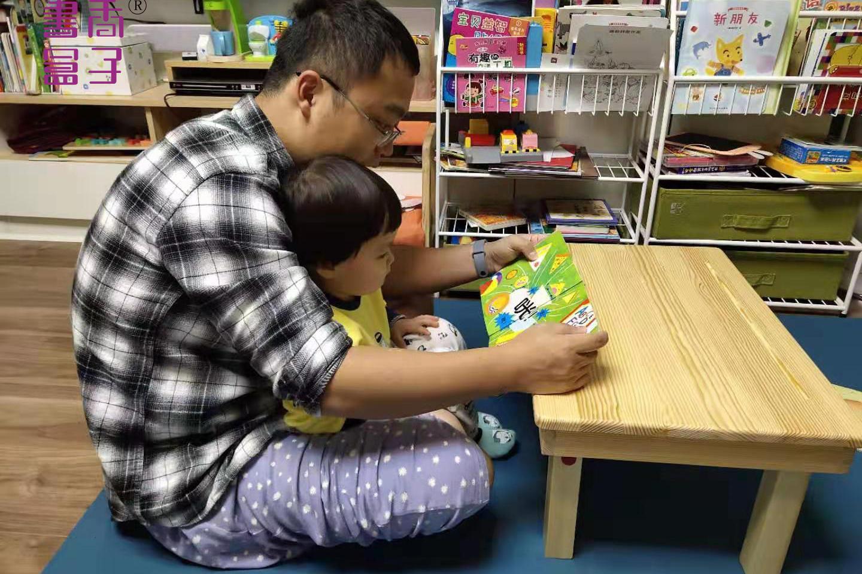 书香盒子阅读小桌营造美妙的萌娃宝爸亲子娱乐时光