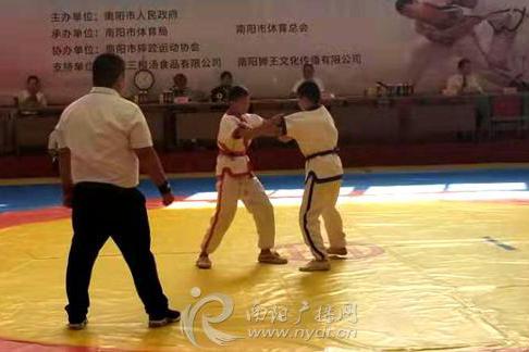 """2019年南阳市全民健身大会""""三根汤""""杯中国式摔跤比赛开赛"""
