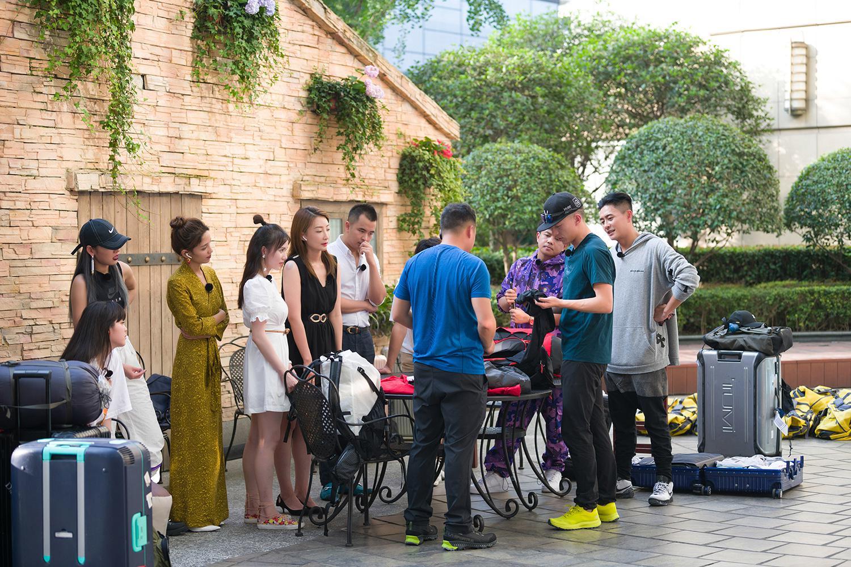 《各位游客请注意》黄宗泽、欧阳娜娜到齐惊险刺激的贡嘎之旅开启