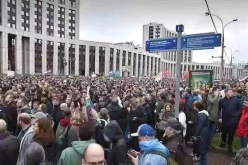 俄罗斯大规模示威游行,会否再解体?