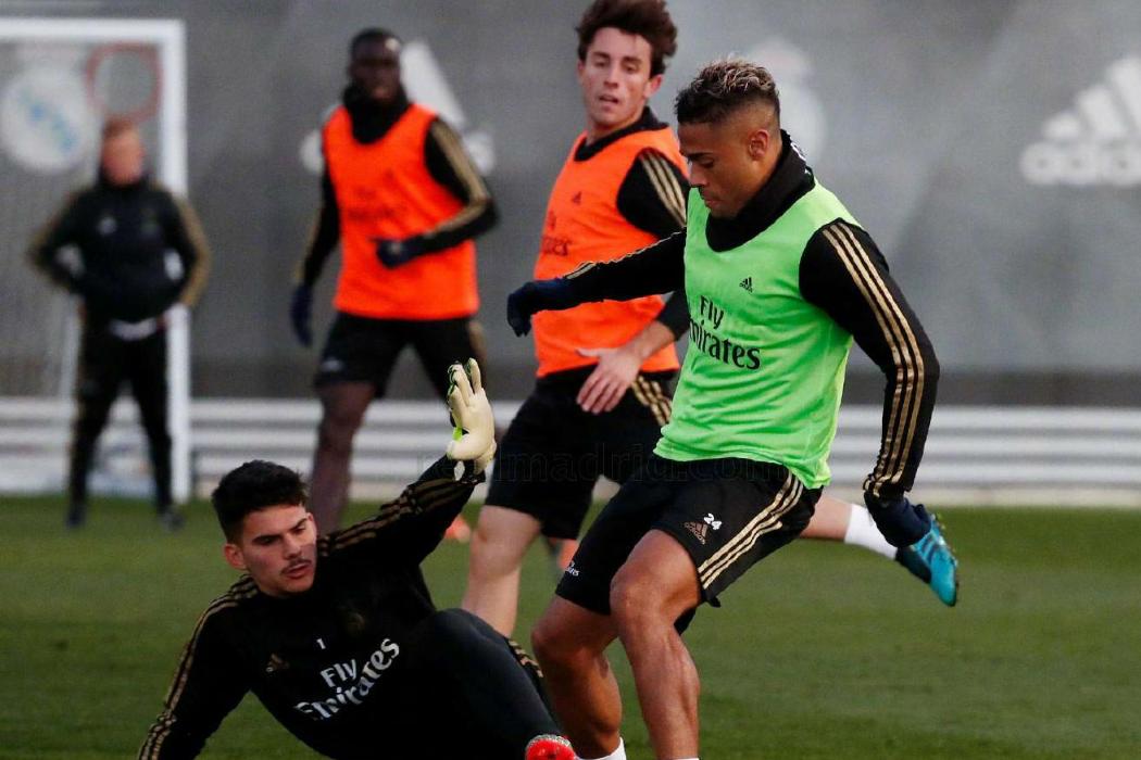 皇家马德里球员阿森西奥与纳乔继续恢复训练,约维奇参与合练