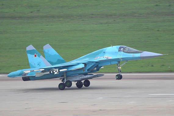 俄制苏22轰炸机对战美军F18,侥幸逃过一枚响尾蛇导弹,死里逃生