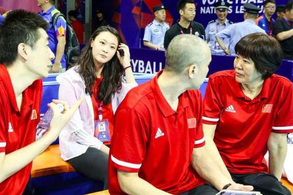 放水让一个朱婷,中国女排3比0横扫,郎平却批评球队仍有一大不足