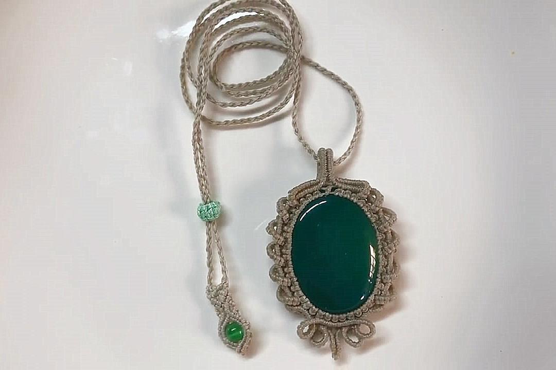 玉珠宝石吊坠的编制方法,难度3颗星,简单又漂亮!