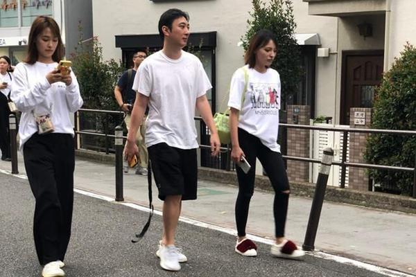 王思聪带两女旅游,问网友某性用品日语的称呼?大尺度对话辣眼睛