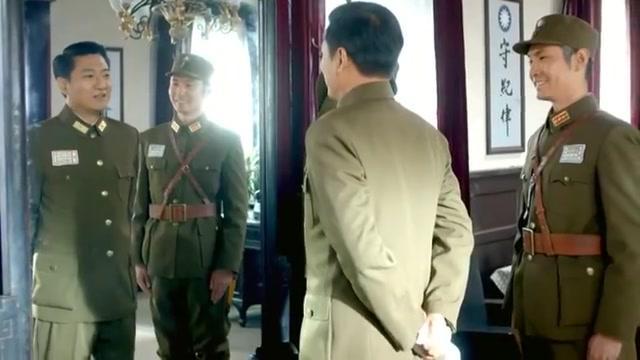 少将军长碰上地方团长,竟乖乖让路,强龙压不过地头蛇