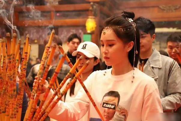 赵本山女儿球球公司开业,半个娱乐圈来助力,活动完却遭网友热议