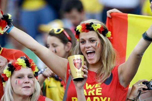 西班牙客场惊险战平!巴甲克鲁塞罗VS圣保罗,多人停赛握手言和
