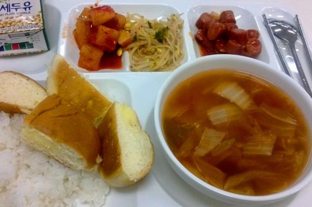 韩国求学的妹妹回家抱怨学校饭菜,每天除了泡菜还是泡菜