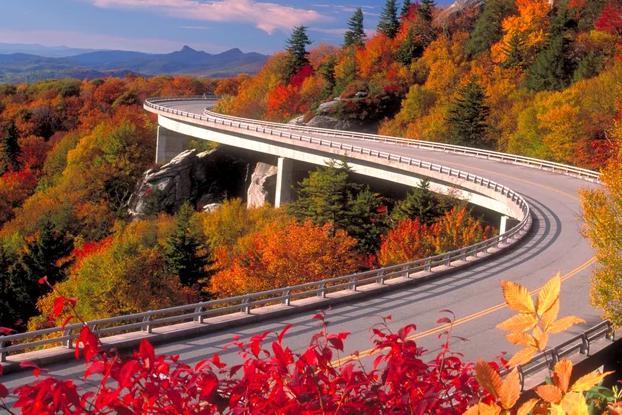 你只需挣够100万,便能打卡这10条全球最美公路!