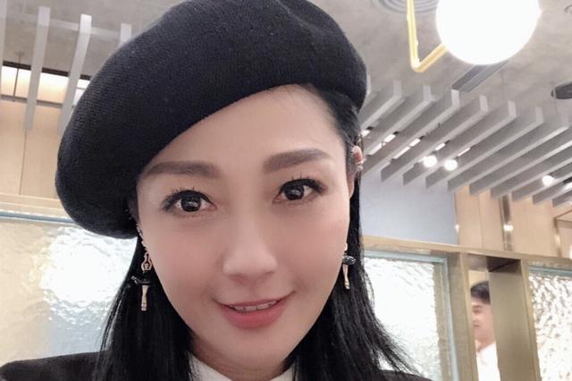 54岁亚姐杨玉梅重返TVB逆境中脱颖而出,驻颜有术长相与王鸥神似