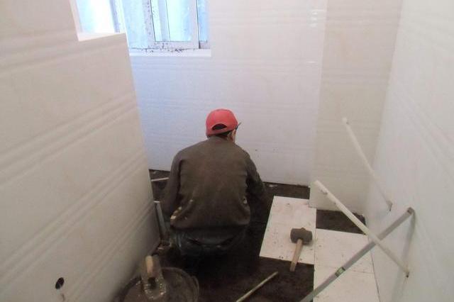 墙面地面都需要贴瓷砖,墙压地还是地压墙?应该怎样施工?