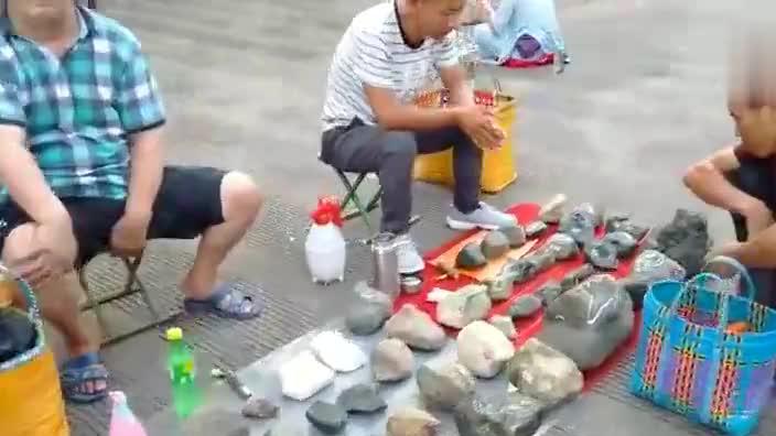小伙游云南瑞丽,带你逛逛中国最富有的一条街,遍地都是翡翠玉石