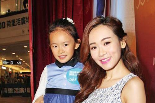 41岁杨思琦空窗多年身材突变圆润显孕味,至今未公开女儿生父身份
