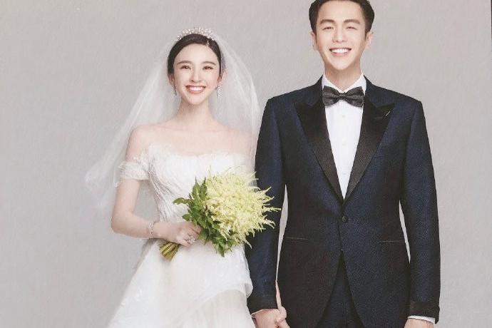 张若昀唐艺昕大婚伴手礼曝光,新娘婚纱有深意小细节看出两人真心
