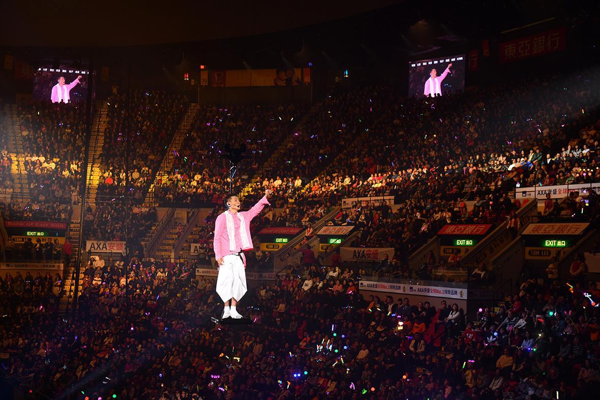 刘德华香港演唱会连开20场 万人合唱欢度平安夜
