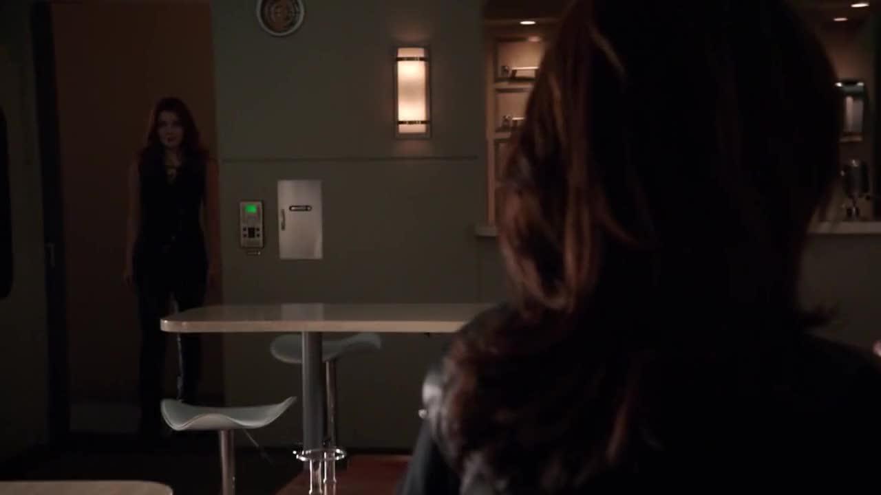 牢笼被打开了,梅根本不是罗蕾莱的对手,希芙要被吸出去了