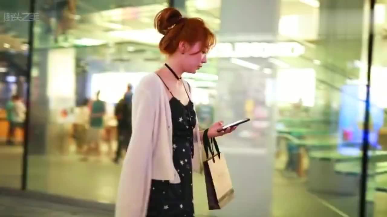 三里屯街拍,难怪女孩都喜欢瘦,穿衣服是真的好看