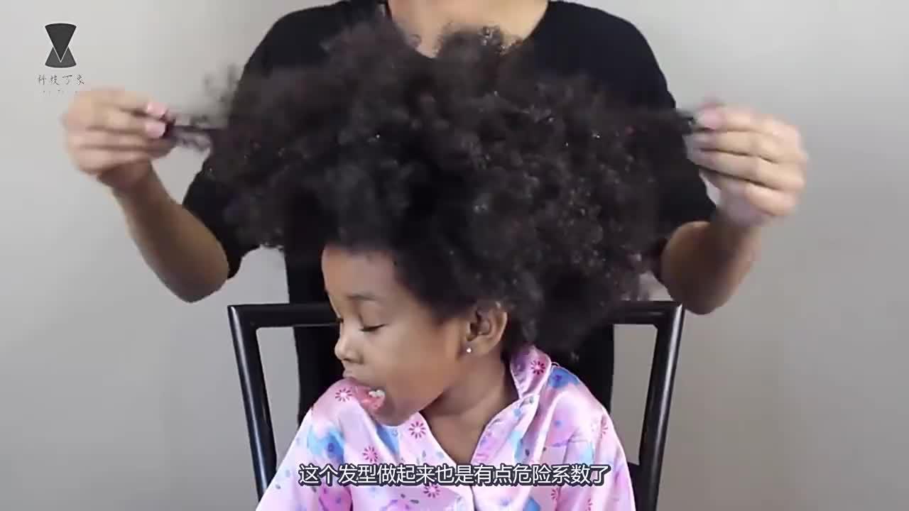 非洲人的爆炸头拉直有多难看完理发师的操作我忍不住笑了