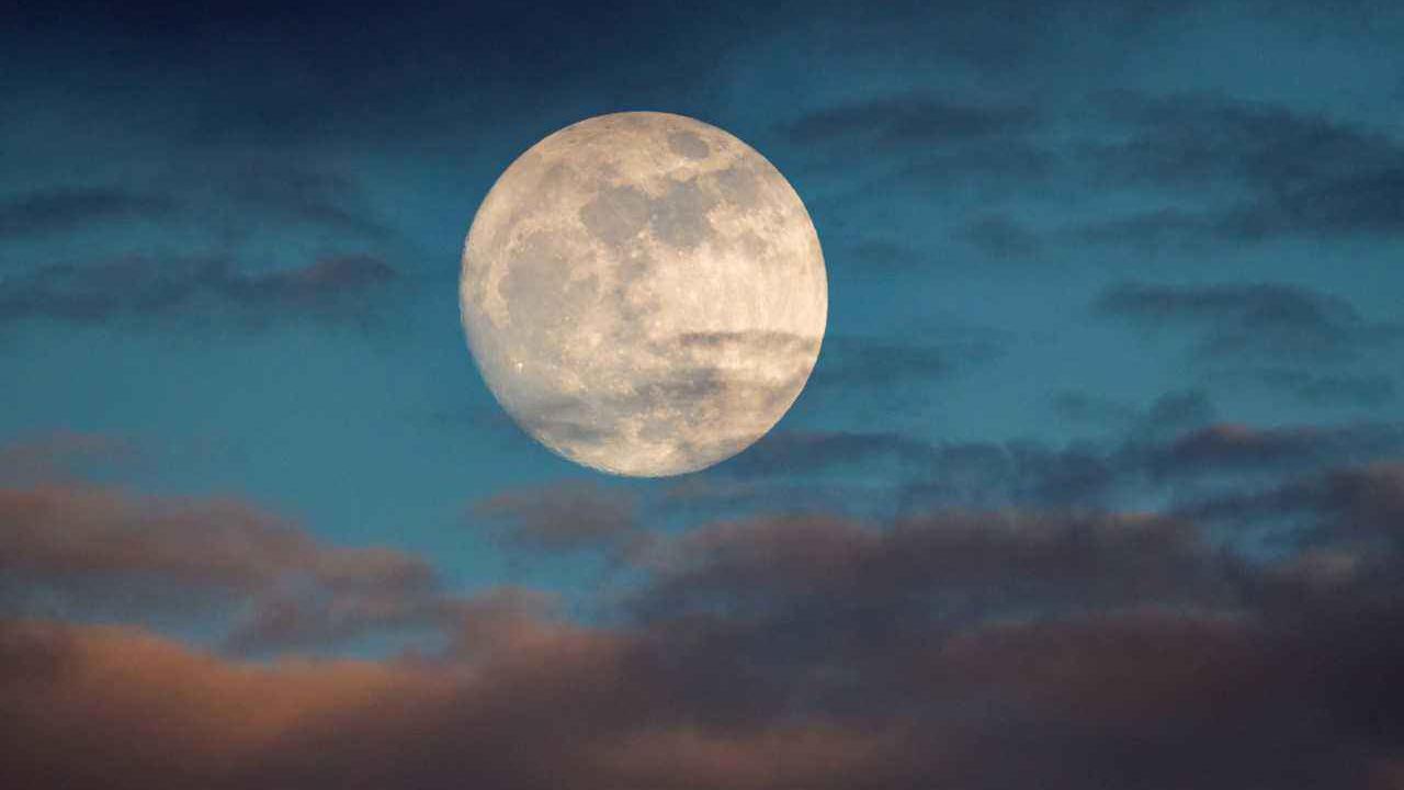 科学家:月球好像在监视我们地球!这可能是人类不敢再登月的原因
