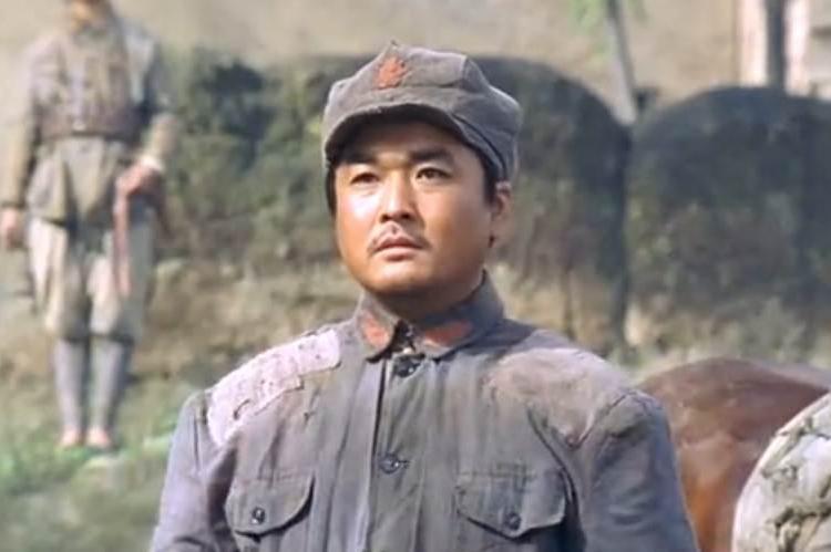 军医临阵投奔红军,长征救下徐海东,1955年授少将军衔