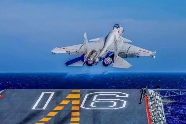 国产航母舰载机解决,歼-15飞行员再合格,辽宁舰战斗群功不可没