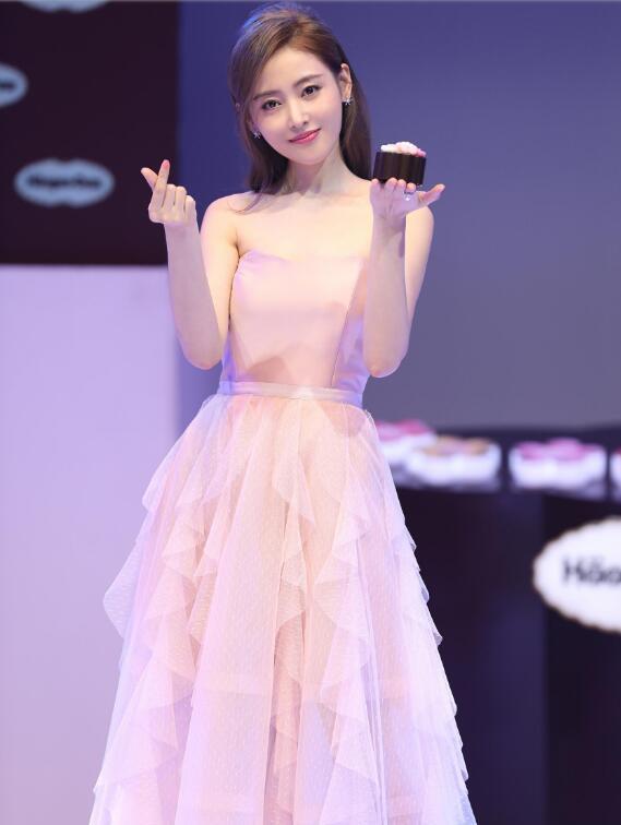 张天爱:潮流时尚,身材极致,网友:努力的女孩最美