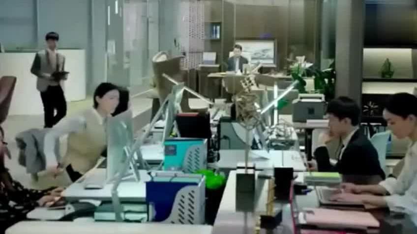 整个公司都知道陈俊生为了罗子君打人凌玲该怎么想呀