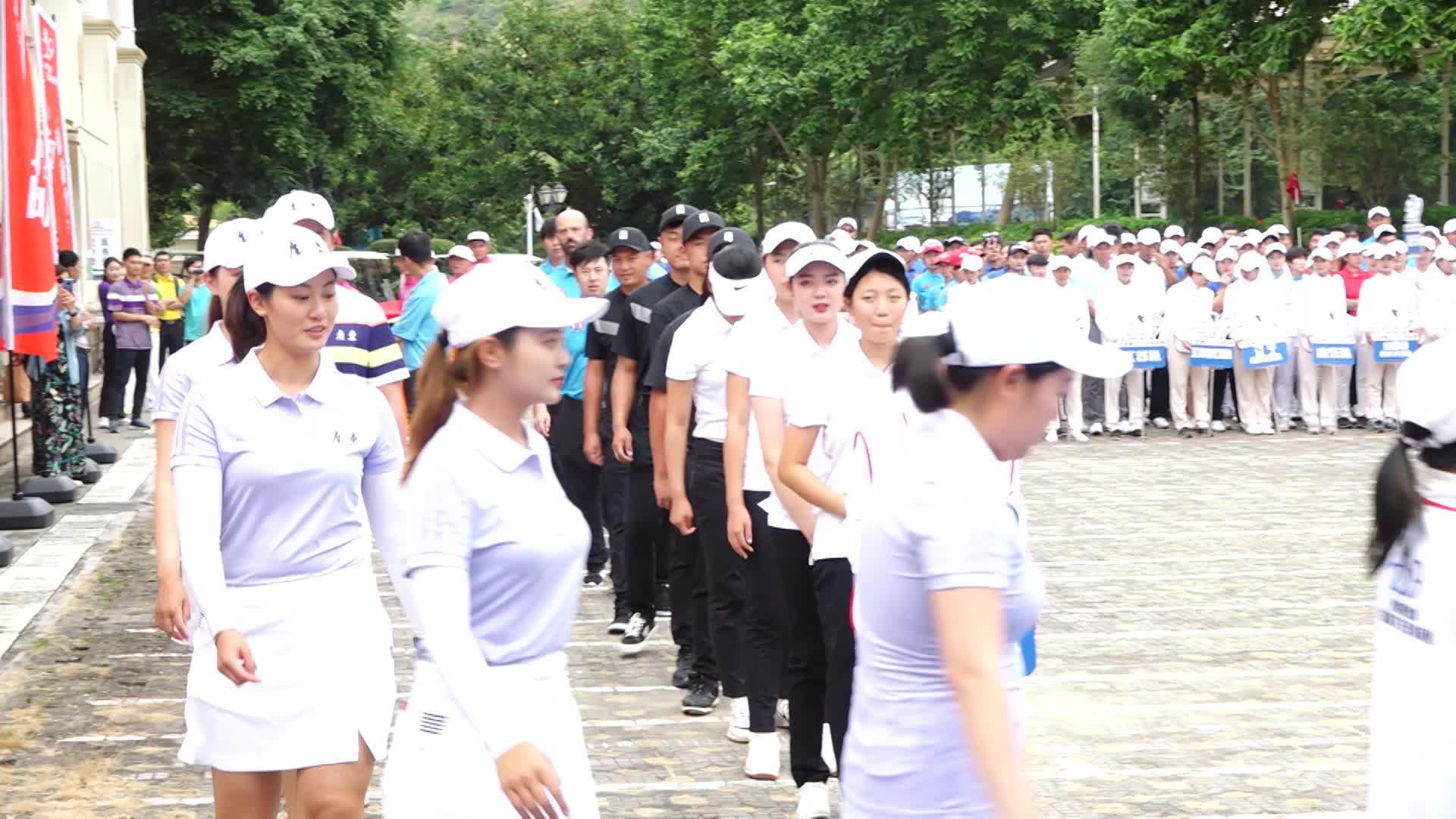 广东女队美女球员前来报道!2019全国锦标赛广东队赛事签到