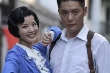 她用21年捧红丈夫,却败给了嫩模,今43岁一人带儿子坚强生活